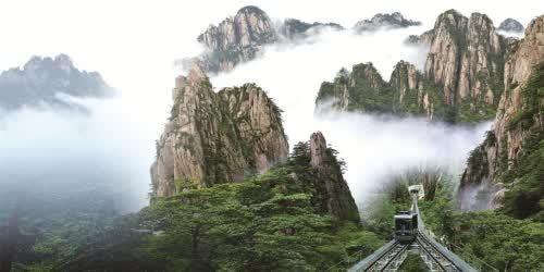 黄山是世界文化与自然遗产,世界地质公园,是国家级风景名胜区,全国