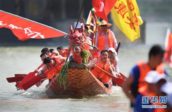 (社会)(3)陕西安康:赛龙舟过端午