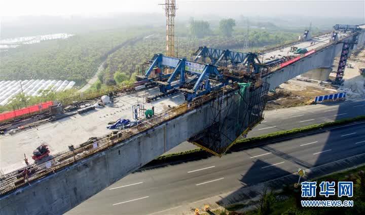 合安高铁全线最大连续梁拱桥成功合龙